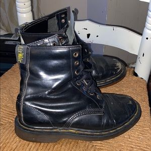 Dr Martens air wair black leather boots combat 6
